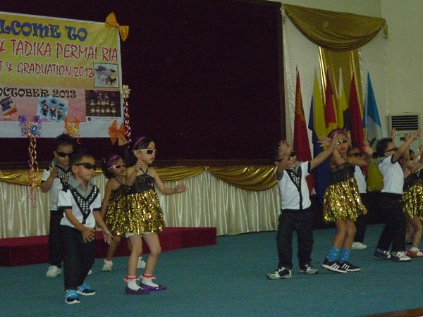 Permai Ria students dance Let's Twist Again